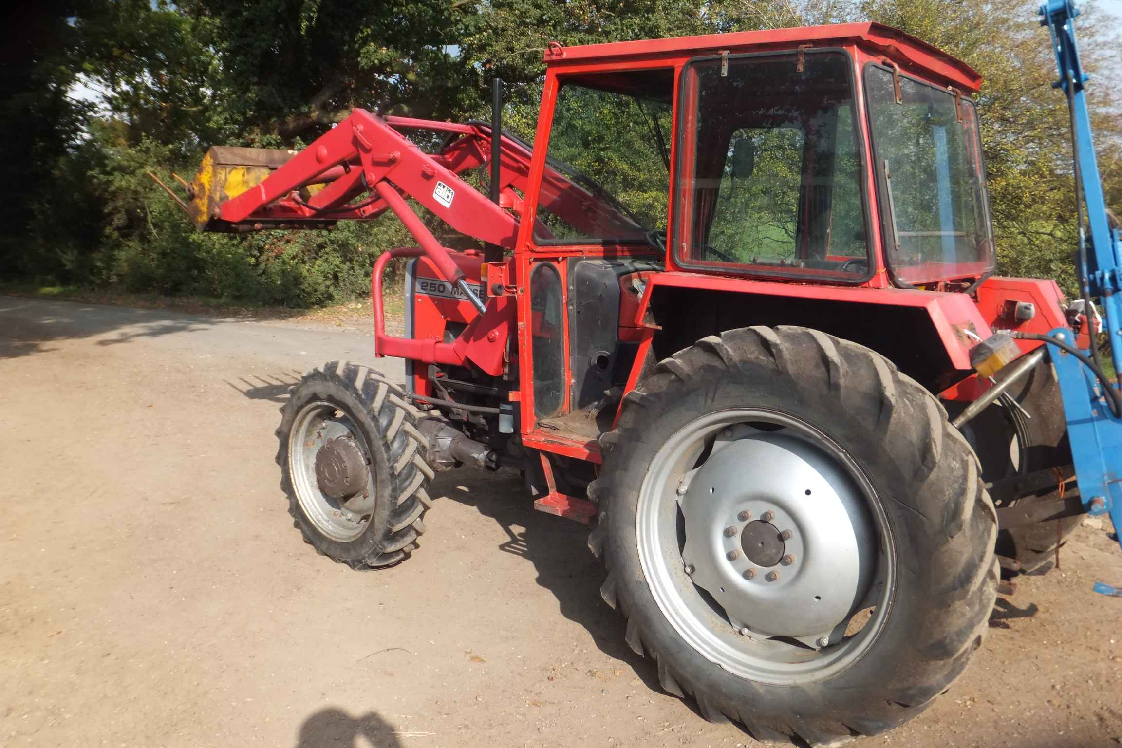 Massey Ferguson 250 4WD Tractor with loader – BRUCE ATFIELD